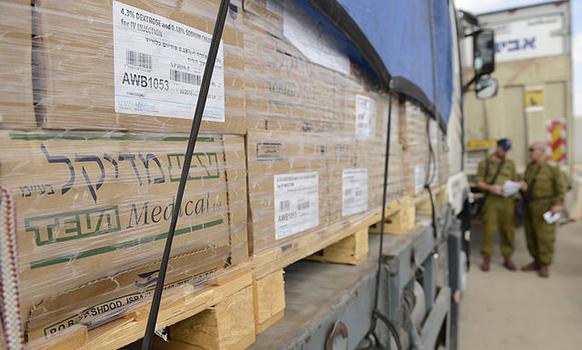 Cargamento de medicamentos ingresando a Gaza el 17-08-2014